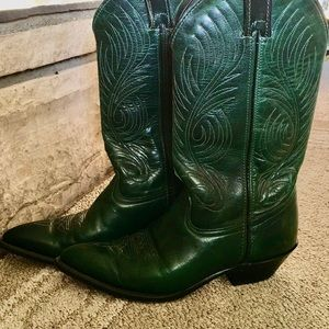 Green leather cowboy boots, sz 6 +Green necklace!